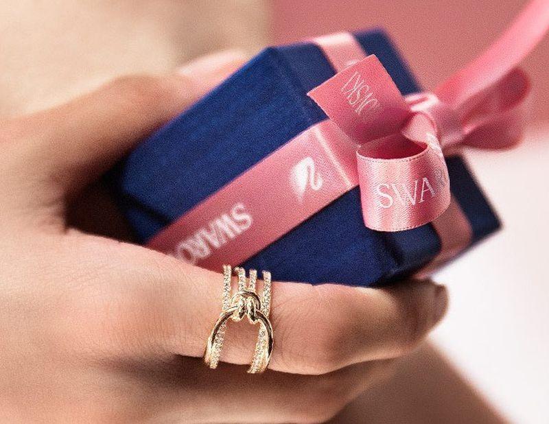 صوره هدايا فخمه , اجمل هدايا لمناسبة رومانسية