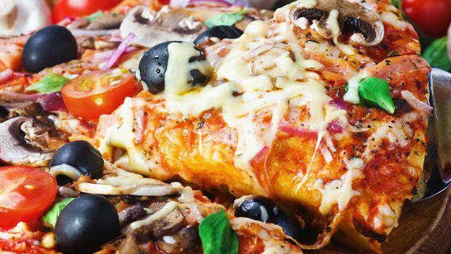 بالصور عمل البيتزا , طريقة عمل البيتزا بالمنزل 2685 2