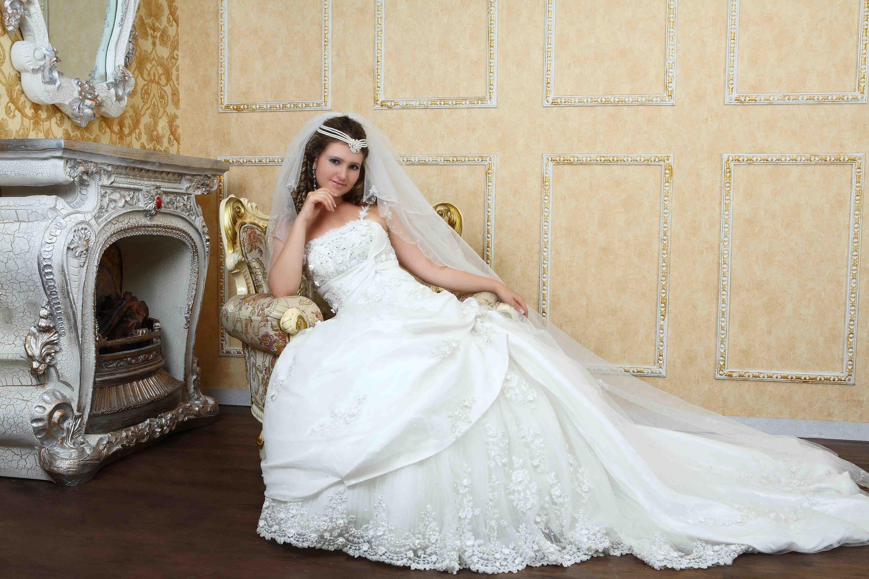 صورة صور عن العروس , بالصور البومات العرس من الاساسيات 3452