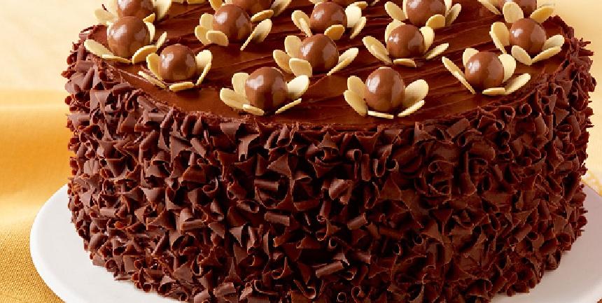 صوره طريقة تزيين كيكة الشوكولاته , تعرف على اسهل طريقة لتزيين كيكة الشكولاته
