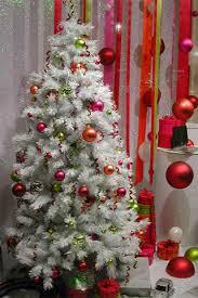 بالصور تزيين شجرة الكريسماس , شكال مختلفة لشجرة الكريسماس 14607 6