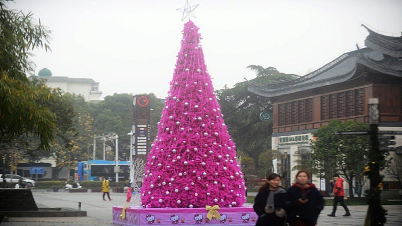 بالصور تزيين شجرة الكريسماس , شكال مختلفة لشجرة الكريسماس 14607 8