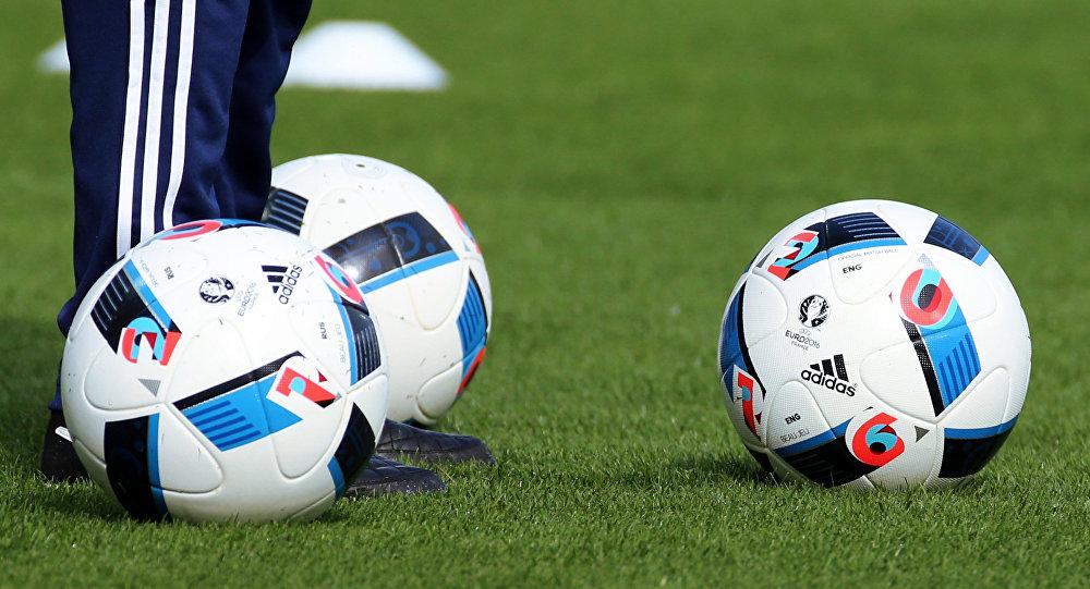 لعبة كرة القدم الرؤوس