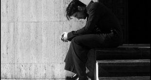 صورة صور رجال حزينه , حزن الرجل الشديد ليس سهلا