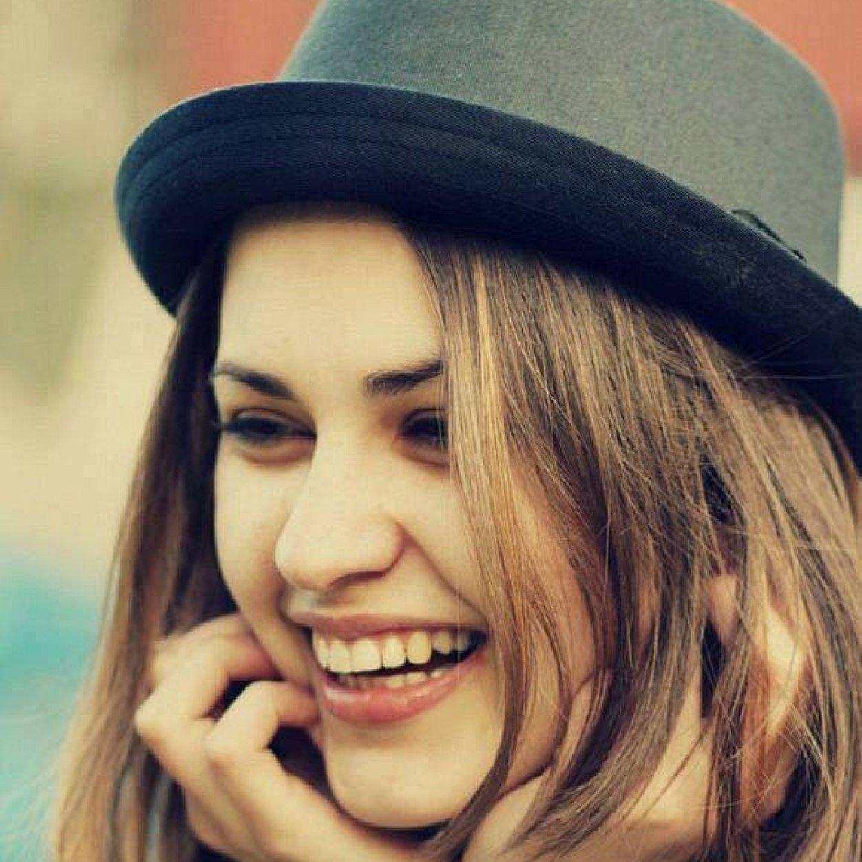 صور صور بنات بتضحك , صور بنات صغيره ضحكتها جميله