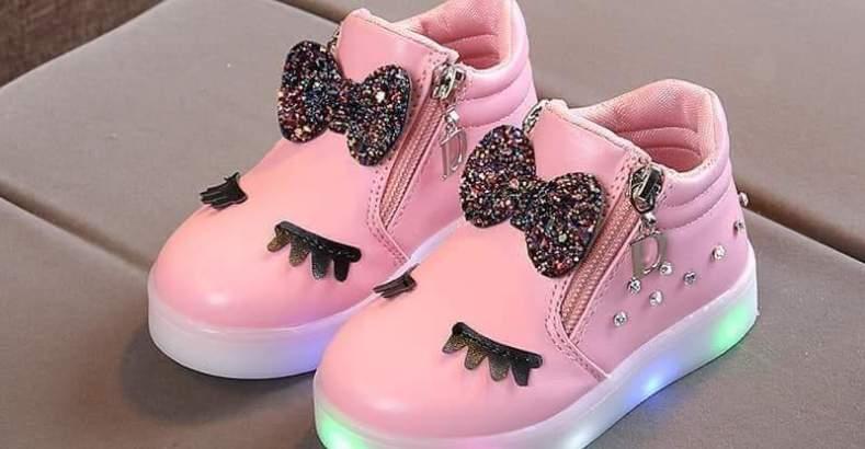 صورة احذية اطفال بنات , ارقي انواع الاحذية المذهلة