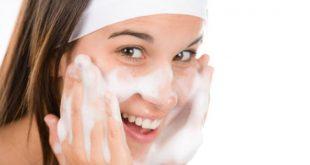 صورة تنظيف الوجه, احرصي علي جمال بشرتك ولمعانها